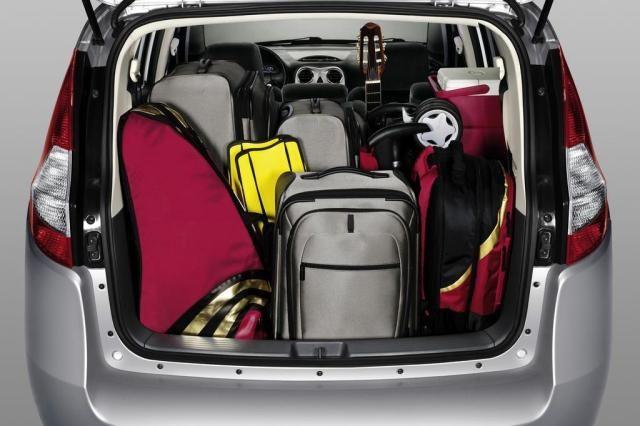 Porta-malas de carro cheio de malas - RHG Seguros